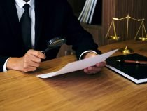 Artificial Intelligence Outperforms Lawyers in Contract Checking